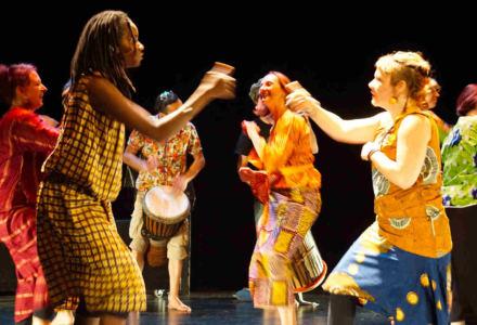 Spectacle de l'atelier danse africaine en juin 2017 à l'Athanor